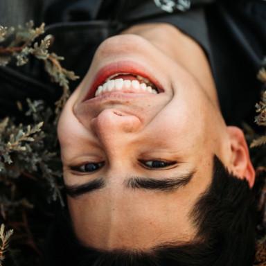 Chico adolescente para película en el País Vasco