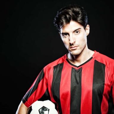Hombres perfil futbolista para grabar en Ipurua (Campo de la SD Eibar)
