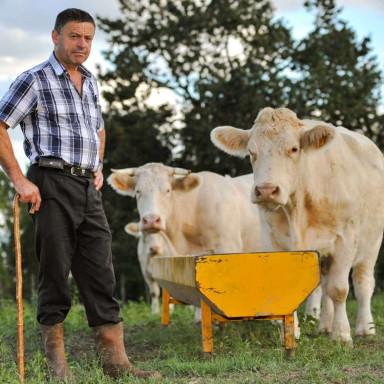 Hombres y mujeres con look rural en el País Vasco