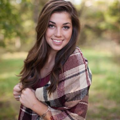 Modelo/actriz de 18 a 25 años Aspecto Latino