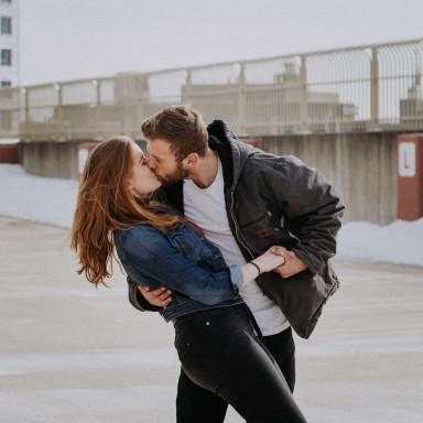 Chico y una chica para un videoclip muy romántico en Sevilla